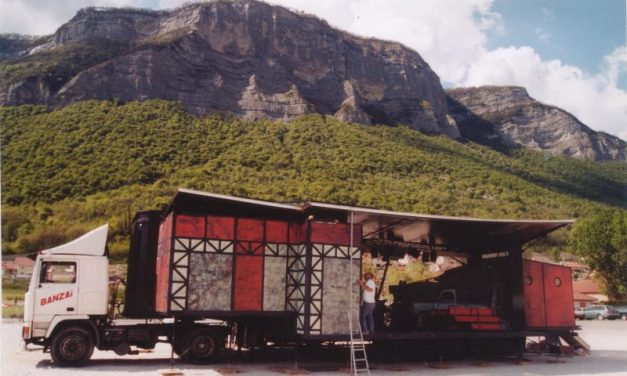 La Fabrique Des Petites Utopies, en camion et au Théâtre De Die