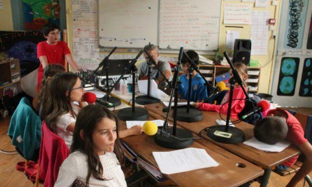 Des Studios de RdWA, salut à l'école de Sainte Croix. Notre Direct.