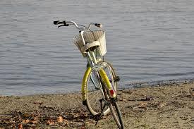 Des vélos et de l'eau par les écoles de Menglon et Aurel