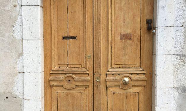 Léa Melet, restauratrice de mobiliers et d'objets anciens
